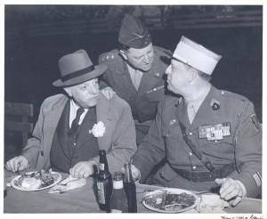 G. Hocquard, général Walton H. Walker et commandant Guy de La Vasselais par Thomas K. Cone - Coll. BMM